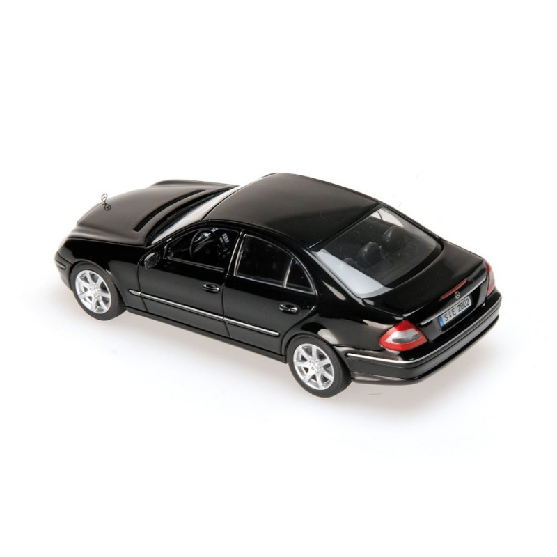 mercedes classe e w211 2006 noire minichamps 400036001 miniatures minichamps. Black Bedroom Furniture Sets. Home Design Ideas