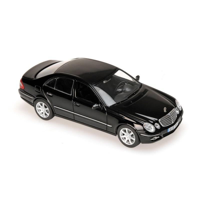 mercedes classe e w211 2006 noire minichamps 400036001 miniatures minichamps. Black Bedroom Furniture Sets. Home Design Ideas
