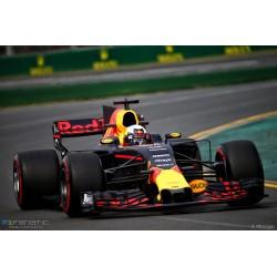 Red Bull Tag Heuer RB13 F1 2017 Daniel Ricciardo Spark 18S304