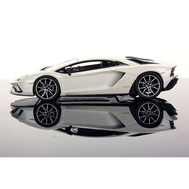 lamborghini aventador s balloon white looksmart ls468d miniatures minichamps. Black Bedroom Furniture Sets. Home Design Ideas