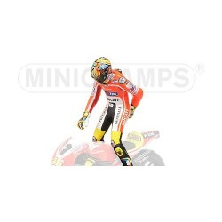 Figurine 1/12 Valentino Rossi Moto GP 2011 Pulling on pants Minichamps 312110146