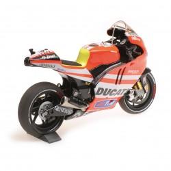 Ducati Desmosedici GP 11.1 Moto GP 2011 Valentino Rossi Minichamps 122111046