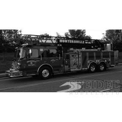 Smeal 105 Aerial Ladder US Firetruck Huntersville 2014 IXO TRF012