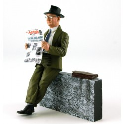 Figurine 1/18 Enzo Ferrari reading his newspaper Motori with wall and bag LeMans Miniatures LMFLM118015