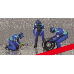 Tyre Change Set Sauber 3 Figurines and 1 Rear Tyre 1/43 F1 2002 Minichamps 343100033