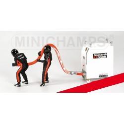 Refueller Set Minardi 2 Figurines and 1 Fuel Rig 1/18 F1 2003 Minichamps 318100091