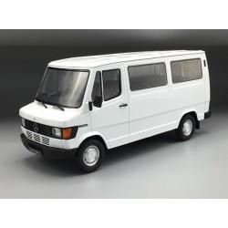 Mercedes 207/208D Bus White KK Scale KKDC180291