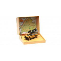 Land Rover Defender 110 Camel Trophy Dirty Version Almost Real ALM410305