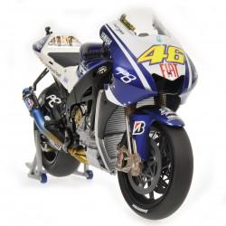 Yamaha YZR-M1 Moto GP 2010 Valentino Rossi Minichamps 122103046
