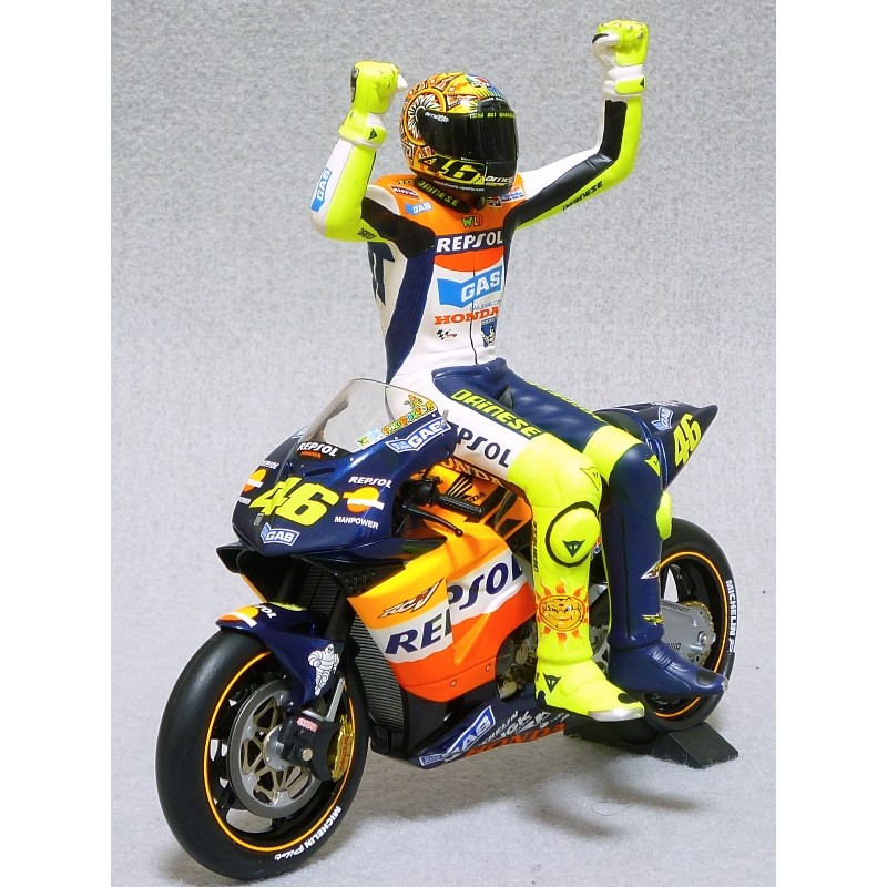 figurine 1 12 valentino rossi moto gp 2002 minichamps 312020046 miniatures minichamps. Black Bedroom Furniture Sets. Home Design Ideas