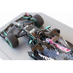 Mercedes F1 W11 EQ Performance 44 F1 Winner Turquie World Champion 2020 Lewis Hamilton with pitboard Spark 18S567
