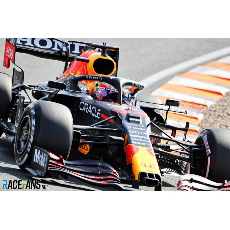 Red Bull Honda RB16B 33 F1 Winner Grand Prix des Pays Bas Zandvoort 2021 Max Verstappen avec pitboard Spark S7686