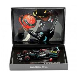 Mercedes F1 W11 EQ Performance 44 F1 91st Win Eifel 2020 Lewis Hamilton with pitboard and helmet Minichamps 413201144